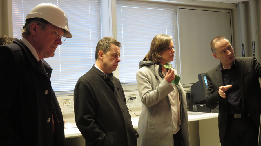 Cendra Motin, députée de la 6ème circonscription de l'Isère, visite les laboratoires du CSTB