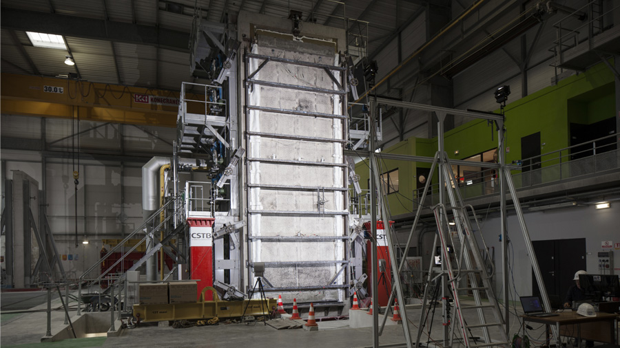 Test of a 9-meter high concrete panel subjected to exceptional fire conditions: challenges, method and prospects