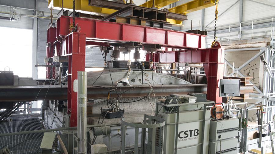 Le CSTB a réalisé un essai de recherche exceptionnel de visualisation acoustique de l'écaillage pendant un essai de résistance au feu sur voussoir de tunnel
