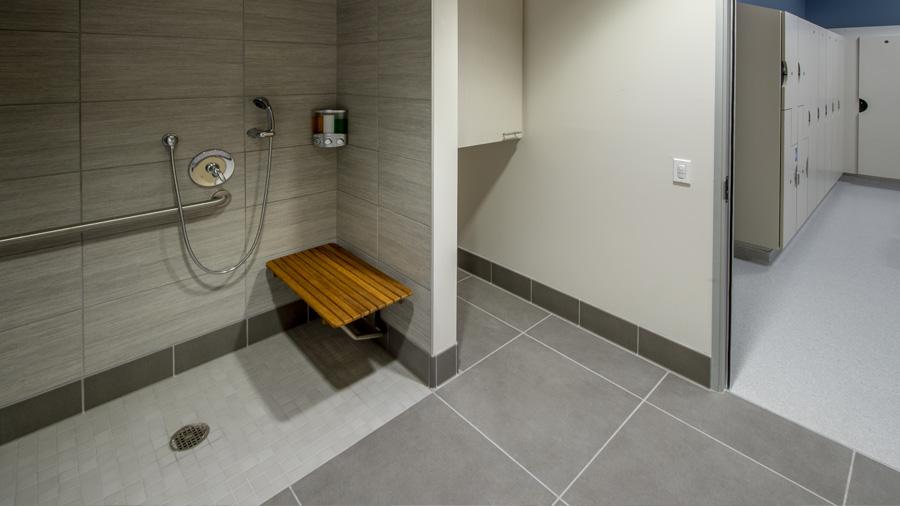 Le siphon de sol à faible hauteur, un équipement adapté aux personnes à mobilité réduite (PMR)